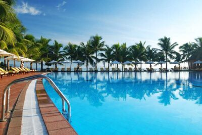 hotel and resort pool cleaning