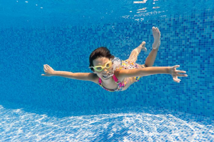 girl swimming in plunge pools Sydney