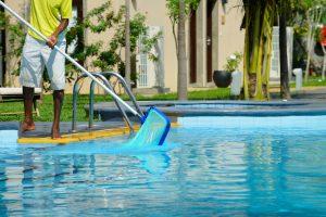 testing and balancing the alkanity of a swimming pool